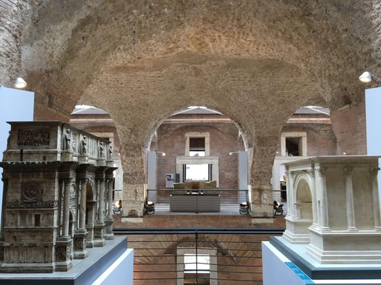 Plastici di archi. Civis Civitas Civilitas, Mercati di Traiano, Roma 2019