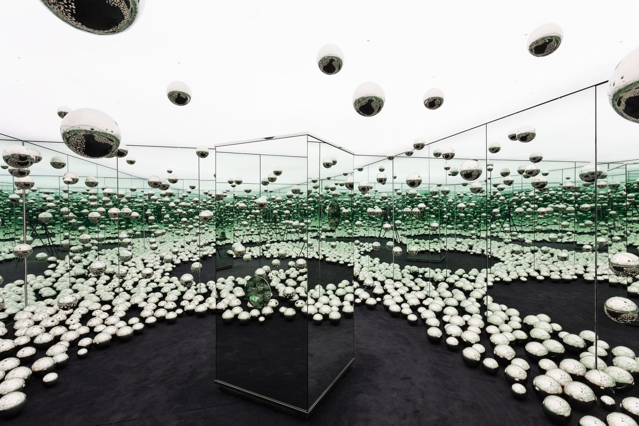 Yayoi Kusama, Infinity Mirrored Room – Let's Survive Forever, 2017. Courtesy Rubell Museum. Photo credit Chi Lam