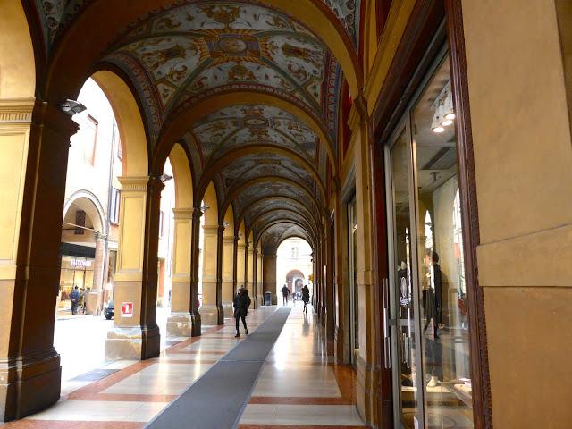 Bologna, i Portici di Via Farini