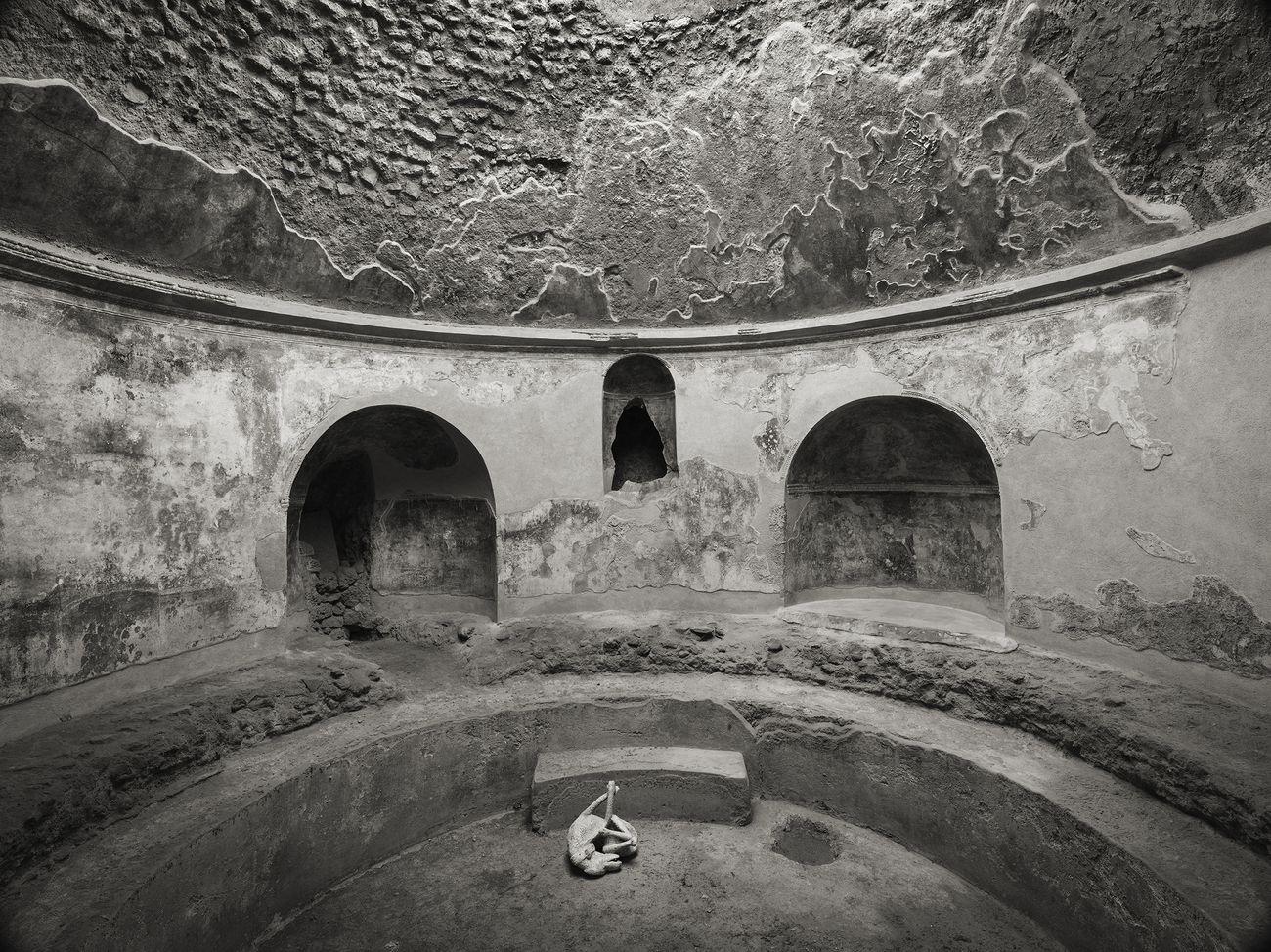 Kenro Izu, Terme Stabiane, Pompei, 2016. Courtesy Fondazione Modena Arti Visive