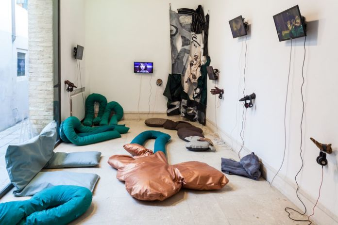 Liv Schulman, Le Goubernement, 2019. Installation view at A plus A Gallery, Venezia 2020. Photo credits Angela Colonna
