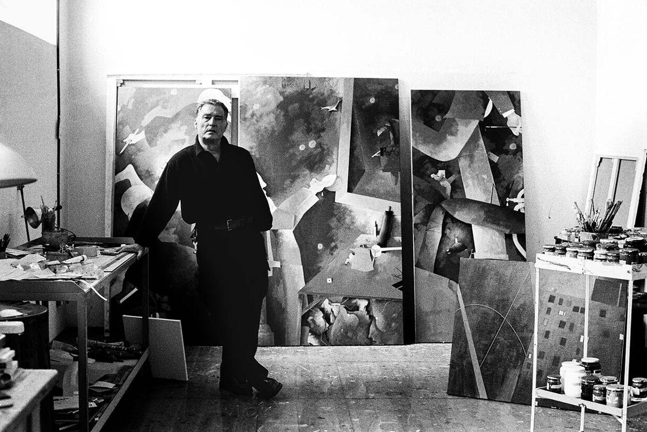 Mario Dondero, Emilio Tadini nel suo atelier a Milano, 1990