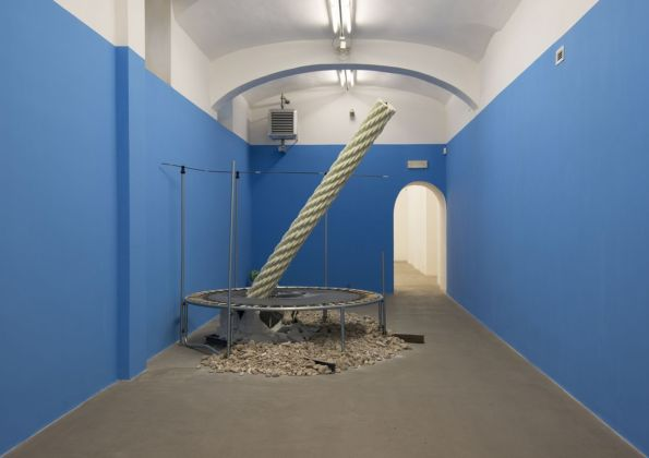Mircea Cantor, Your Ruins Are My Flag. Fondazione Giuliani, Roma