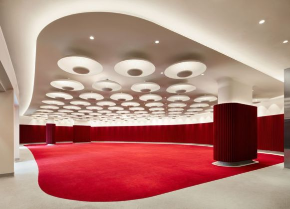 The 1962 Room at the TWA Hotel offers 4,200 square feet of space to party (and 15 foot ceilings too!). Photo credits TWA Hotel – David Mitchell