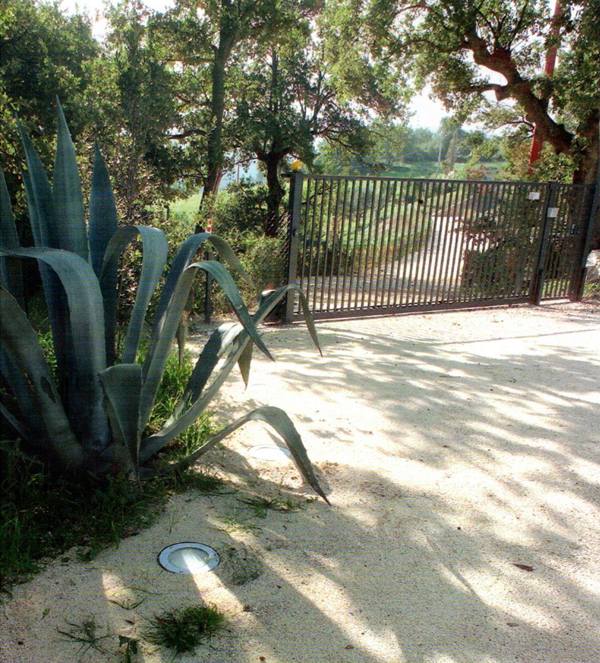 Uno dei due ingressi carrai della Piantagione Paradise. Photo ® Risk, dicembre 2005