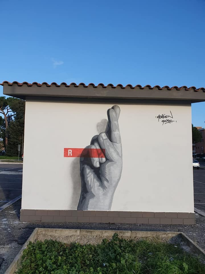La prima lettera del murales di More a Pavona