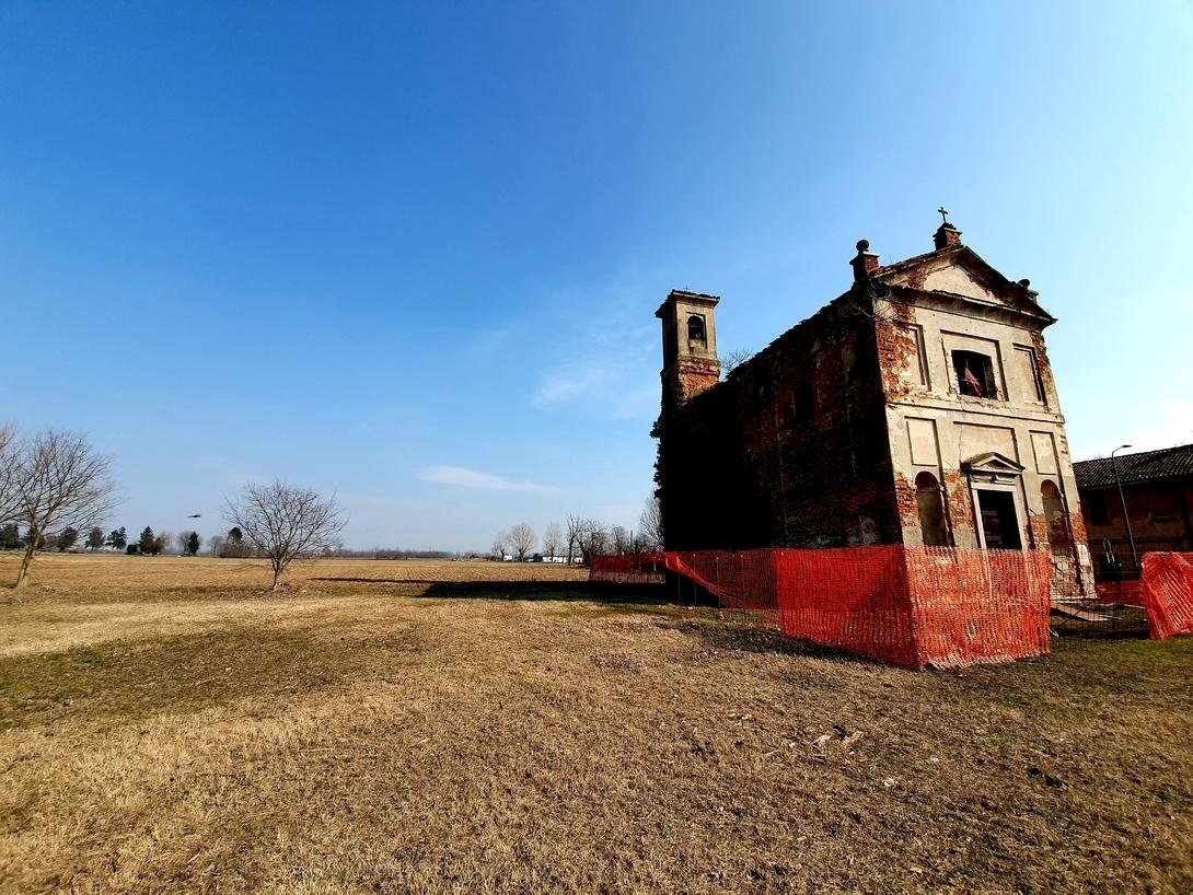 La chiesa di San Carlo di Macconago pericolante oh. Massimiliano Tonelli