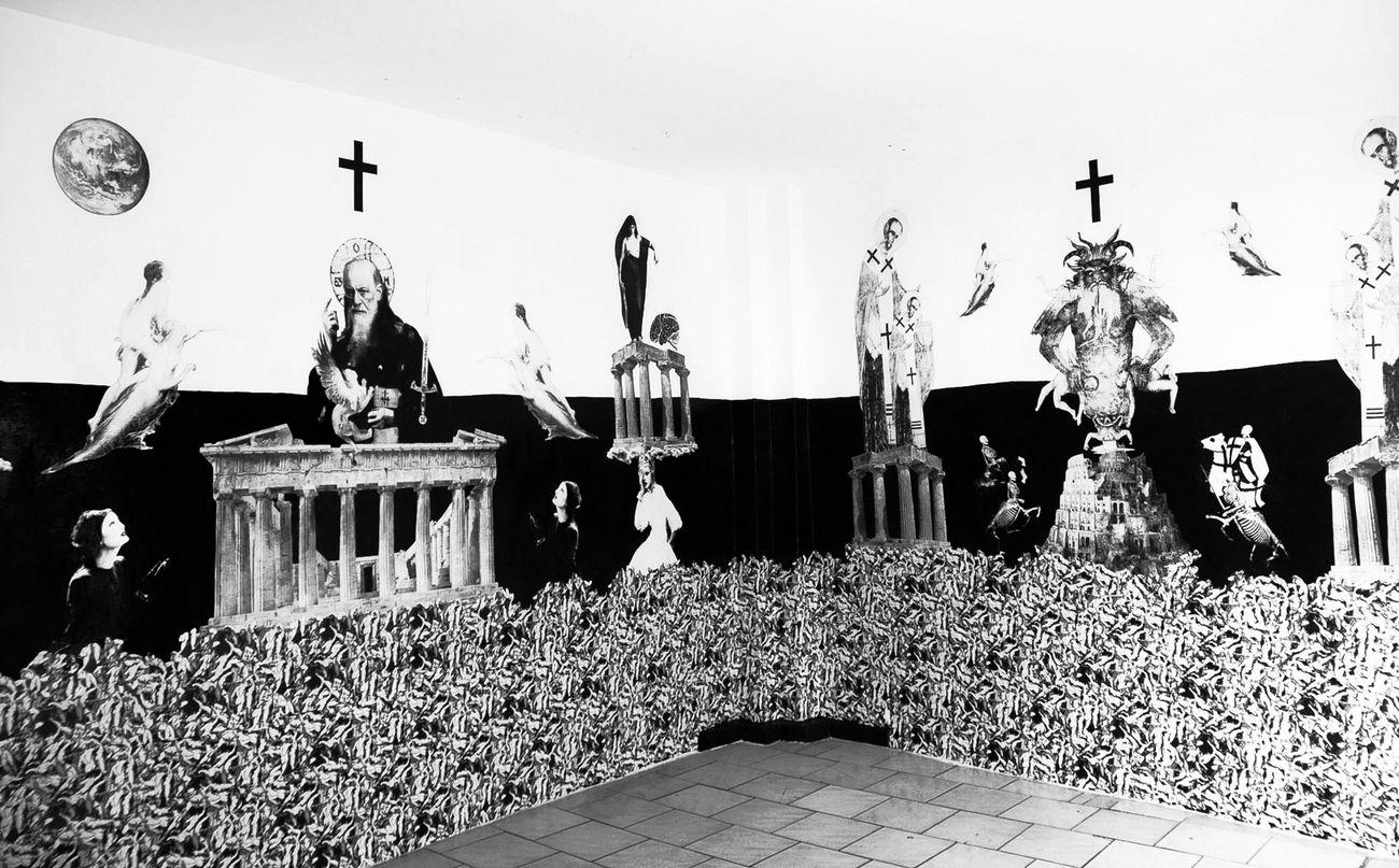 Alessandro Simonini, The Judgement, 2012, collage su parete, acrilico, 700 x 300 cm. Veduta dell'installazione presso Spazio Elastico, Bologna