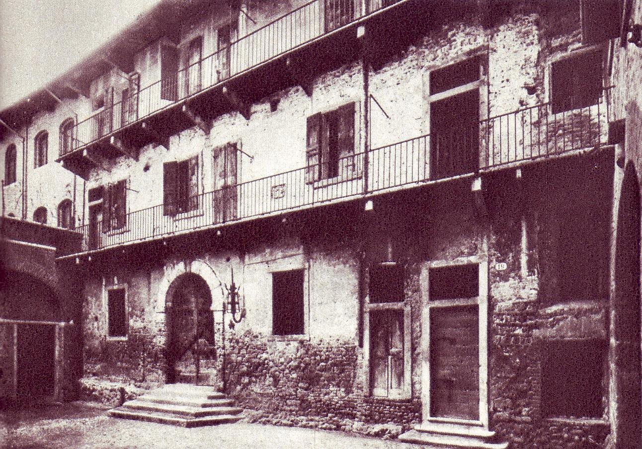 La casa di Giulietta come appariva alla fine dell'ottocento via Wikipedia