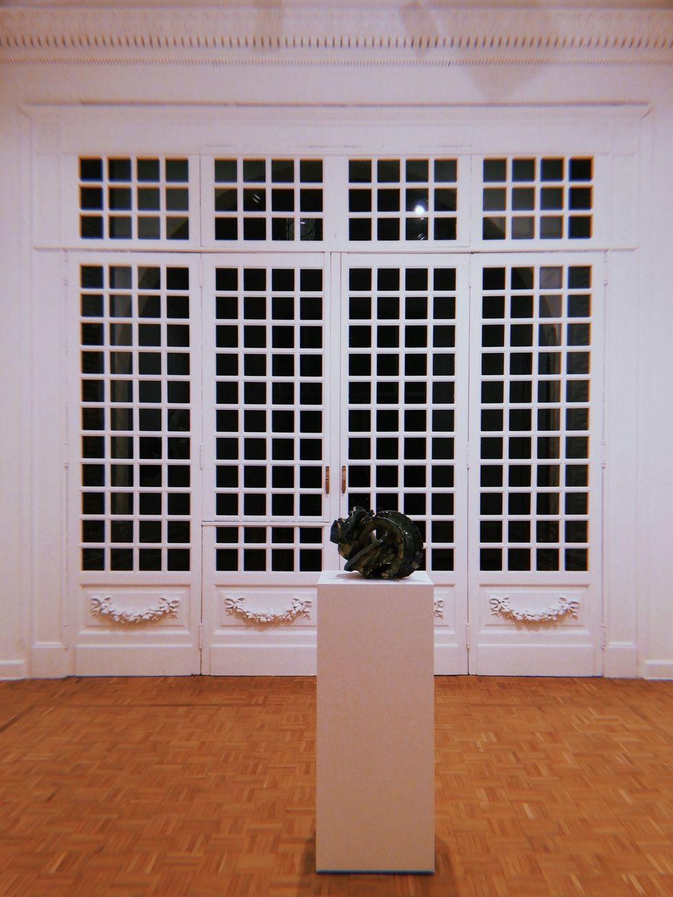 Lynda Benglis. Spettri. Installation view at Thomas Dane Gallery, Napoli 2019 © Lynda Benglis. Courtesy the artist, Thomas Dane Gallery and Pace Gallery. Photo Simona Passaro