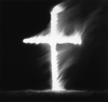 Robert Longo,Untitled (Burning Cross–From the American Stories Cycle), 2017. Courtesy the artist & Galleria Emilio Mazzoli, Modena