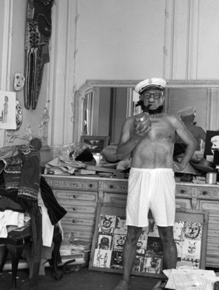 André Villers Picasso as Popeye, Cannes 1957 - Courtesy of Suite59 - Amsterdam
