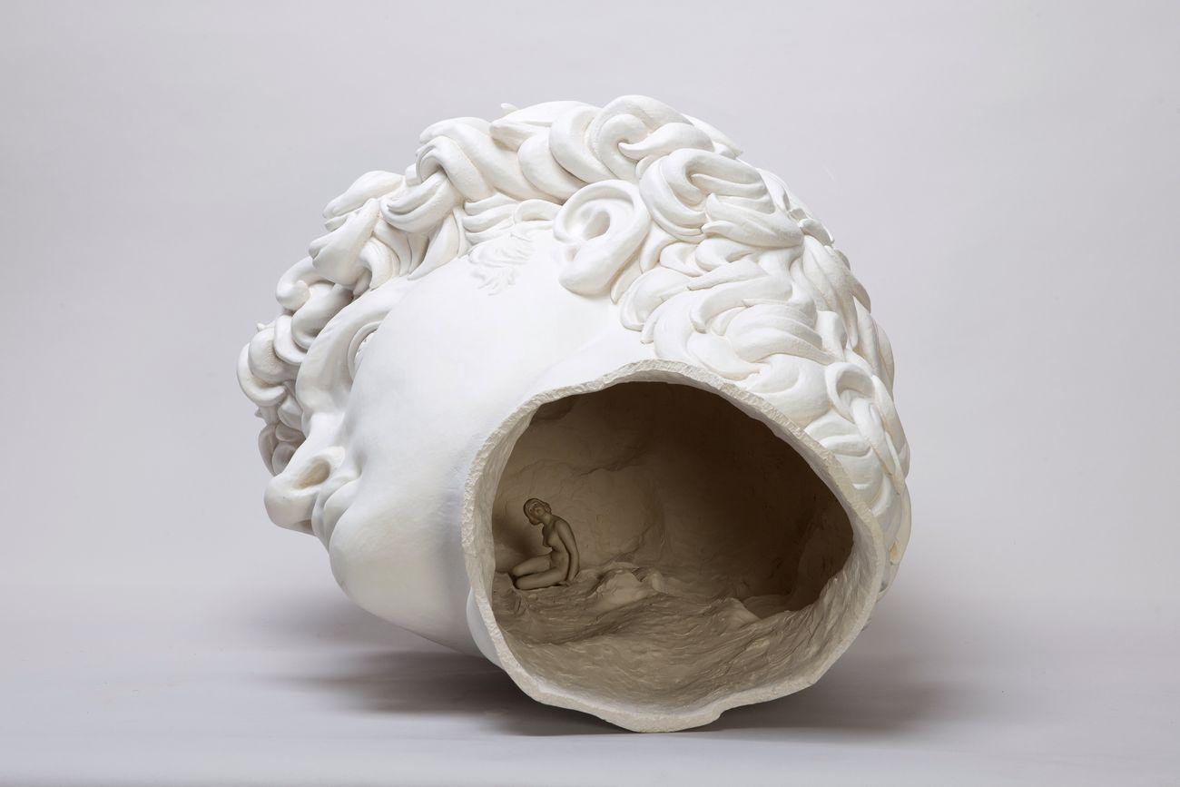 Andrea Salvatori, Testone, 2016, ceramica e porcellana, 60x70x80cm, photo Luca Nostri, courtesy l'artista