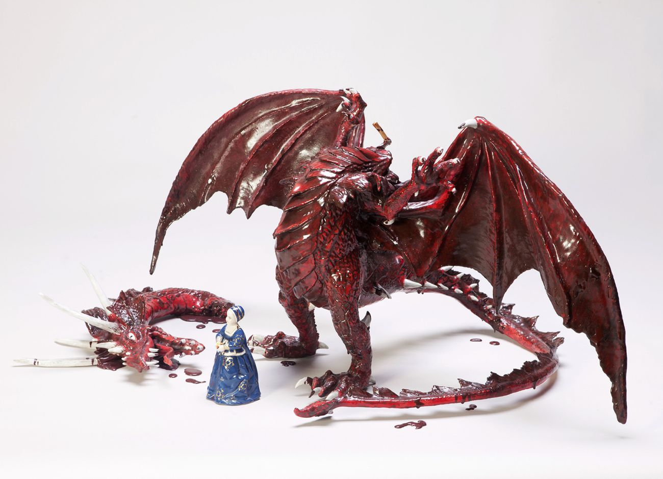 Andrea Salvatori untitled (Dragon), 2005, ceramica e porcellana, 45x90x90cm, photo Luca Nostri, courtesy l'artista