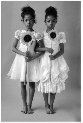 Delphine Diallo The Twins 75x50,Inkjet pigment print NewYork, 2015 © Delphine Diallo, Courtesy Fisheye Gallery