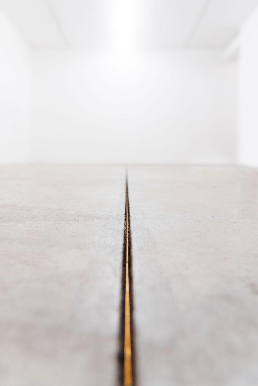 Gianluca Brando, Imago, 2018, bronzo, 20.8 m, diam. 3 mm. Installation view at Viafarini, Milano. Photo Valerio Torrisi