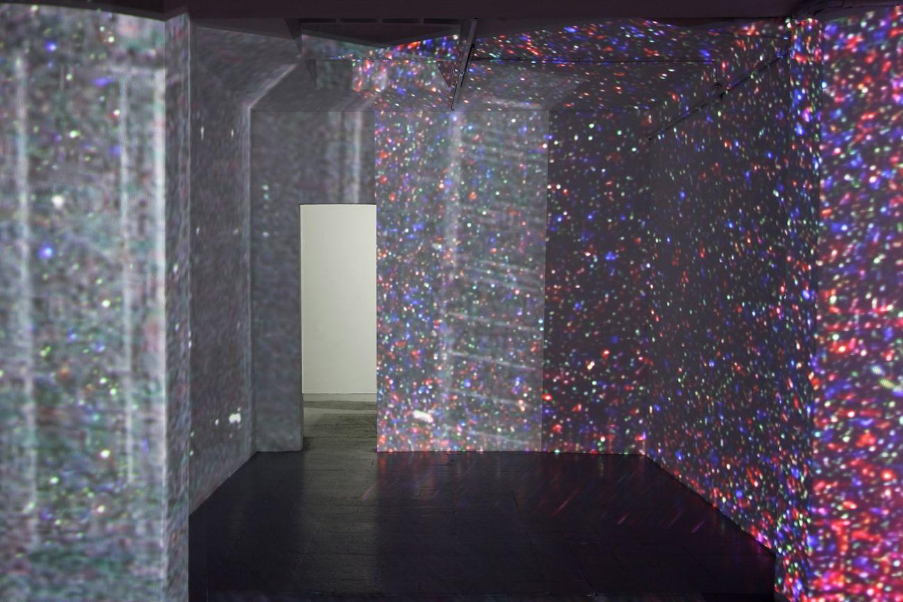 Irene Fenara, Megagalattico, 2017, videoinstallazione, proiezione a quattro canali dimensione ambiente. Installation view at Gelateria Sogni di Ghiaccio, Milano