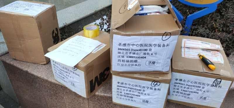 La donazione di un gruppo di artisti cinesi agli ospedali italiani