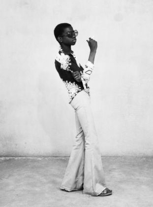 Malick Sidibé - Une Ye Ye en position, 1963 - Courtesy of Suite59 - Amsterdam