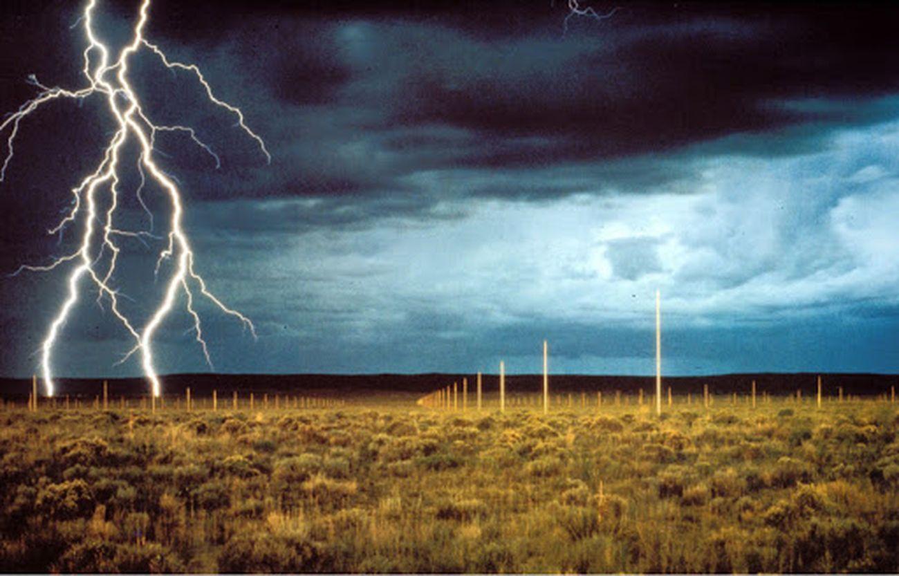 Walter De Maria, Lightning Field, 1977