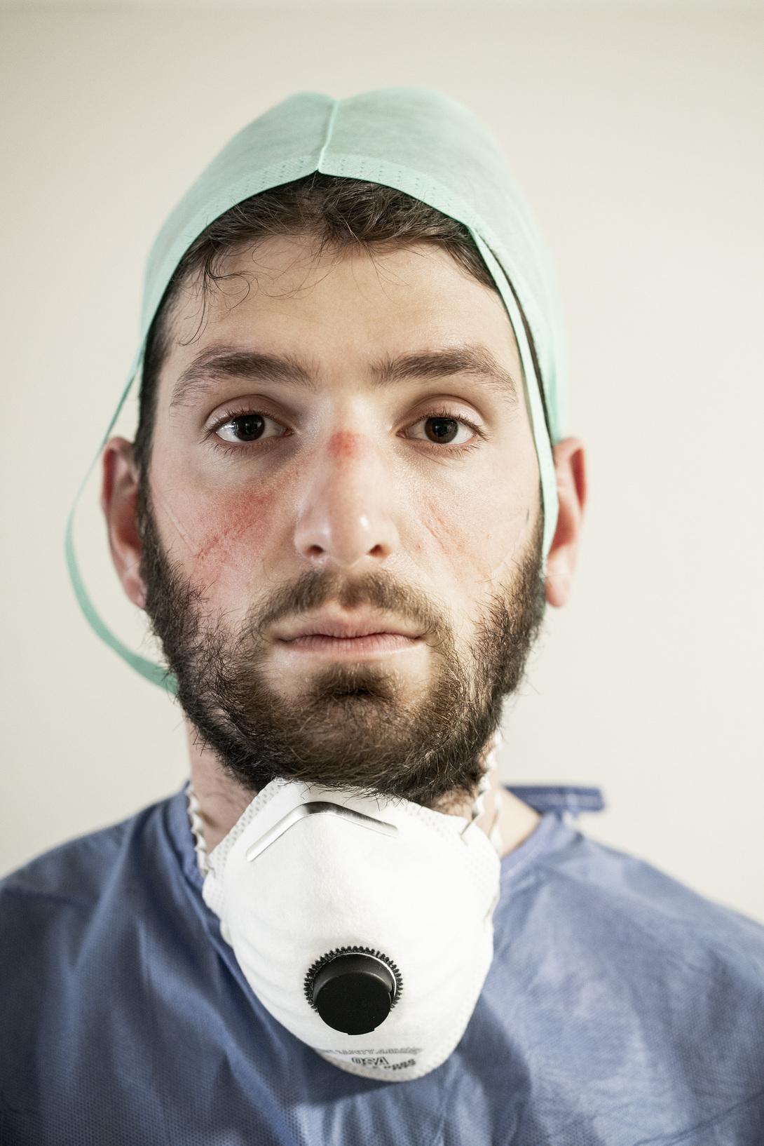 Alberto Giuliani Reportage dall'ospedale di Pesaro Federico Paolin, Intensive Care and anaesthetist specializing doctor