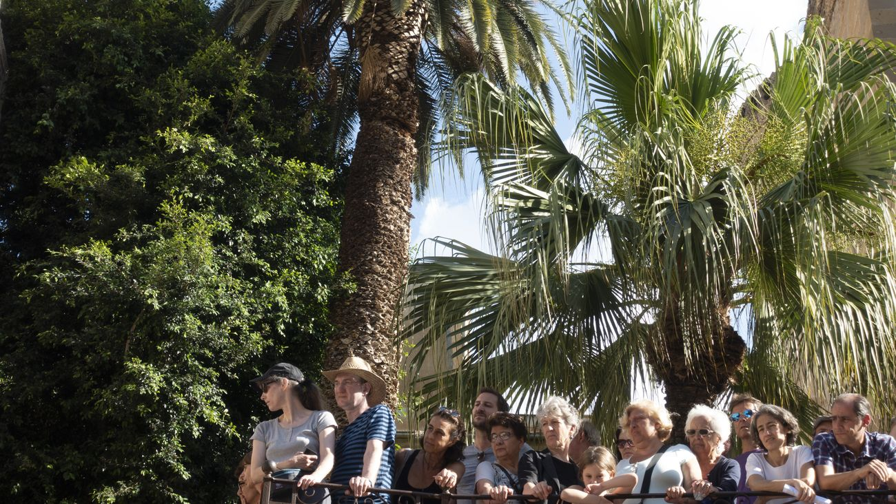 Marinella Senatore, Manifesta12, Palermo Procession, 2018. La folla che osserva. Photo Lorenza Fruci