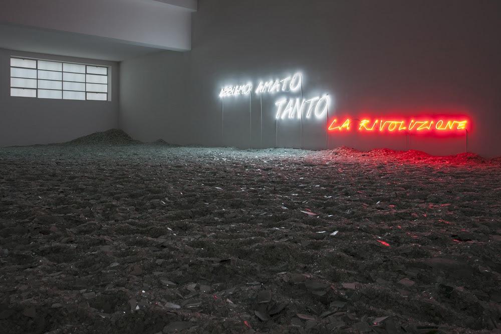 """Veduta della mostra """"Alfredo Jaar. Abbiamo amato tanto la rivoluzione"""", 5 novembrer 2013 – 9 marzo 2014 Photo Andrea Rossetti, Courtesy Fondazione Merz"""