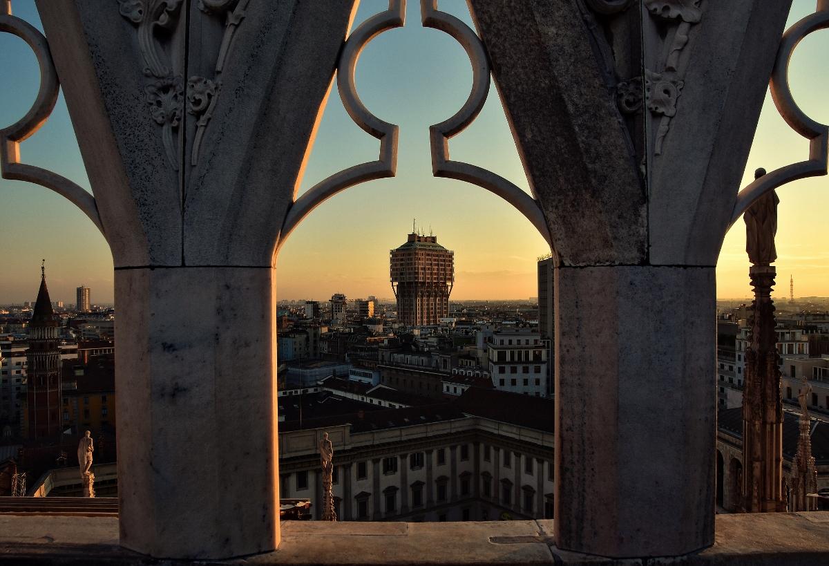 Milano, Torre Velasca, Lombardia foto Giovanni De Pasquale Touring Club Italiano