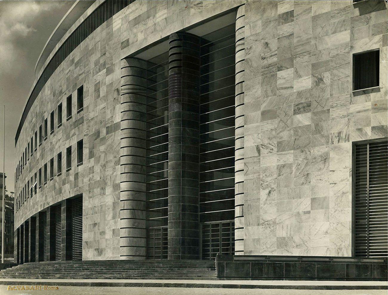 Giuseppe Vaccaro, Palazzo delle Poste, Napoli. Credits Archvio Vaccaro