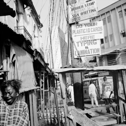 Akinbode Akinbiyi, Lagos Island, Lagos 2004, from the series Lagos All Roads. Courtesy the artist