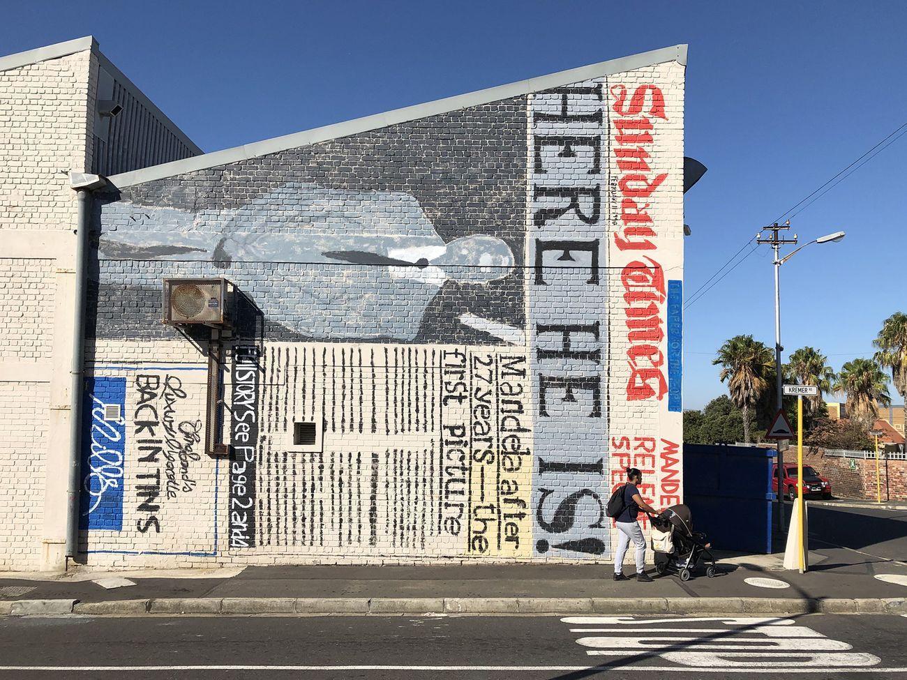 Flavio Favelli, Here he is!, 2020, acrilico su muro, cm 770x920. Kremer Road, Salt River, Cape Town
