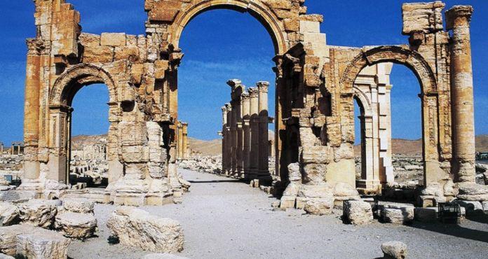 L'Arco monumentale di epoca romana a Palmira, in Siria, realizzato probabilmente durante il regno di Settimio Severo (193-211 d.C.) e distrutto nell'ottobre del 2015