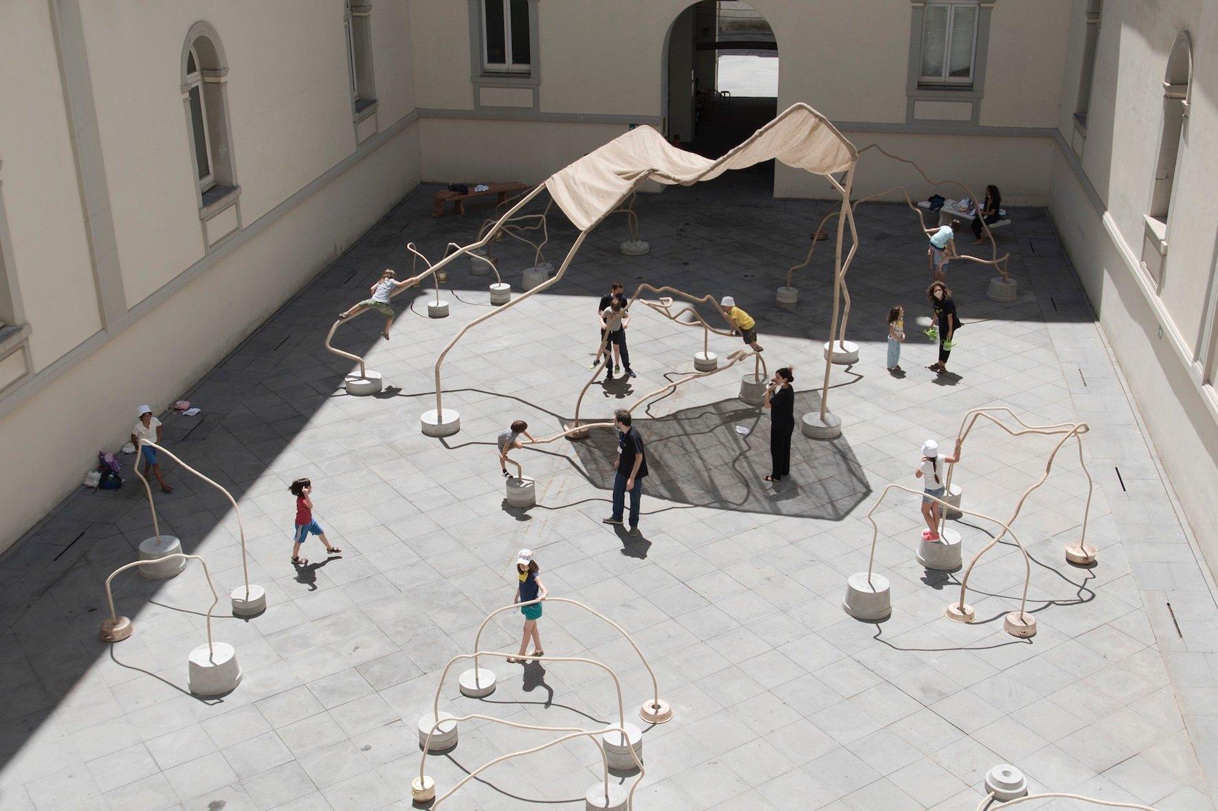 Giocherai nel quotidiano, correndo / You will play in the everyday, running - installazione di Temitayo Ogunbiyi al Madre di Napoli. Ph. Tommaso Vitiello