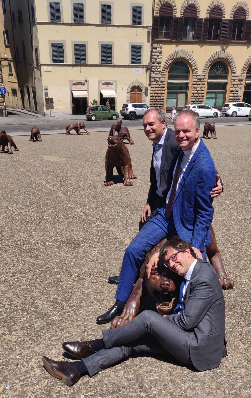 Dario Nardella, Eike Schmidt, Luigi de Magistris con i lupi di Firenze