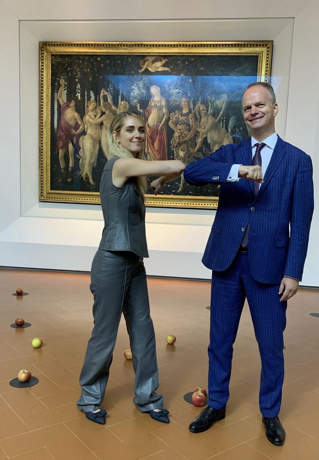 Eike Schmidt e Chiara Ferragni davanti alla Primavera di Botticelli