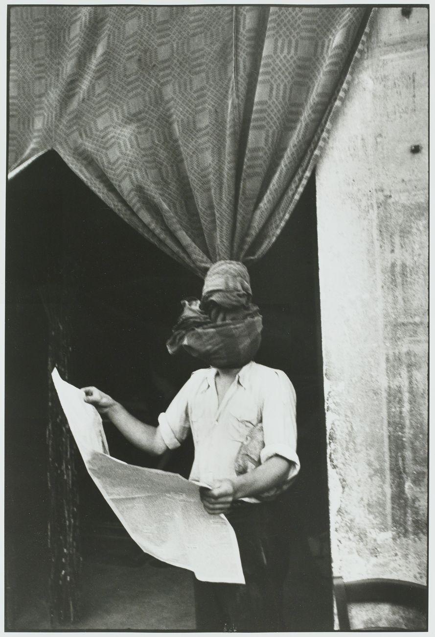Henri Cartier-Bresson Livourne, Italie, 1933, épreuve gélatino-argentique de 1973 © Fondation Henri Cartier-Bresson / Magnum Photos