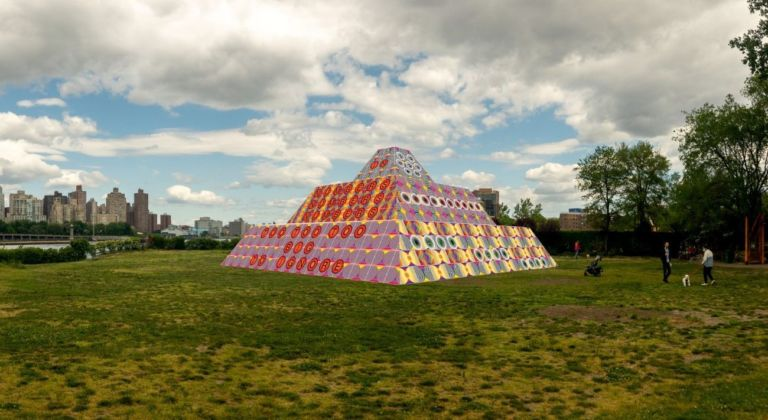 Jeffrey Gibson, Because Once You Enter My House It Becomes Our House, 2020, rendering at Socrates Sculpture Park. Courtesy the Artist, Socrates Sculpture Park, Sikkema Jenkins & Co., New York; Kavi Gupta, Chicago; Roberts Projects, Los Angeles