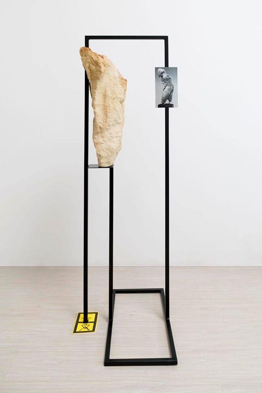Pamela Diamante, Senza titolo, 2019, ferro, pietra leccese, fotografia su magnete, libro. Collezione Flee Project