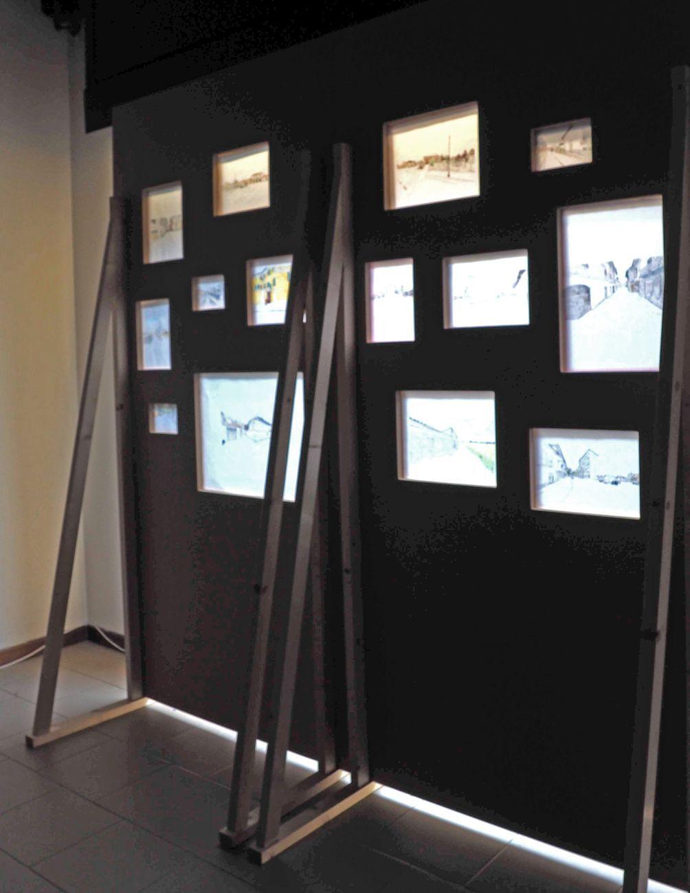 Paola Gaggiotti, Le immagini che restano, 2020. Quarta Vetrina, Libreria delle donne di Milano. 14 disegni su pannelli, cm 212x220. Veduta interna (particolare)