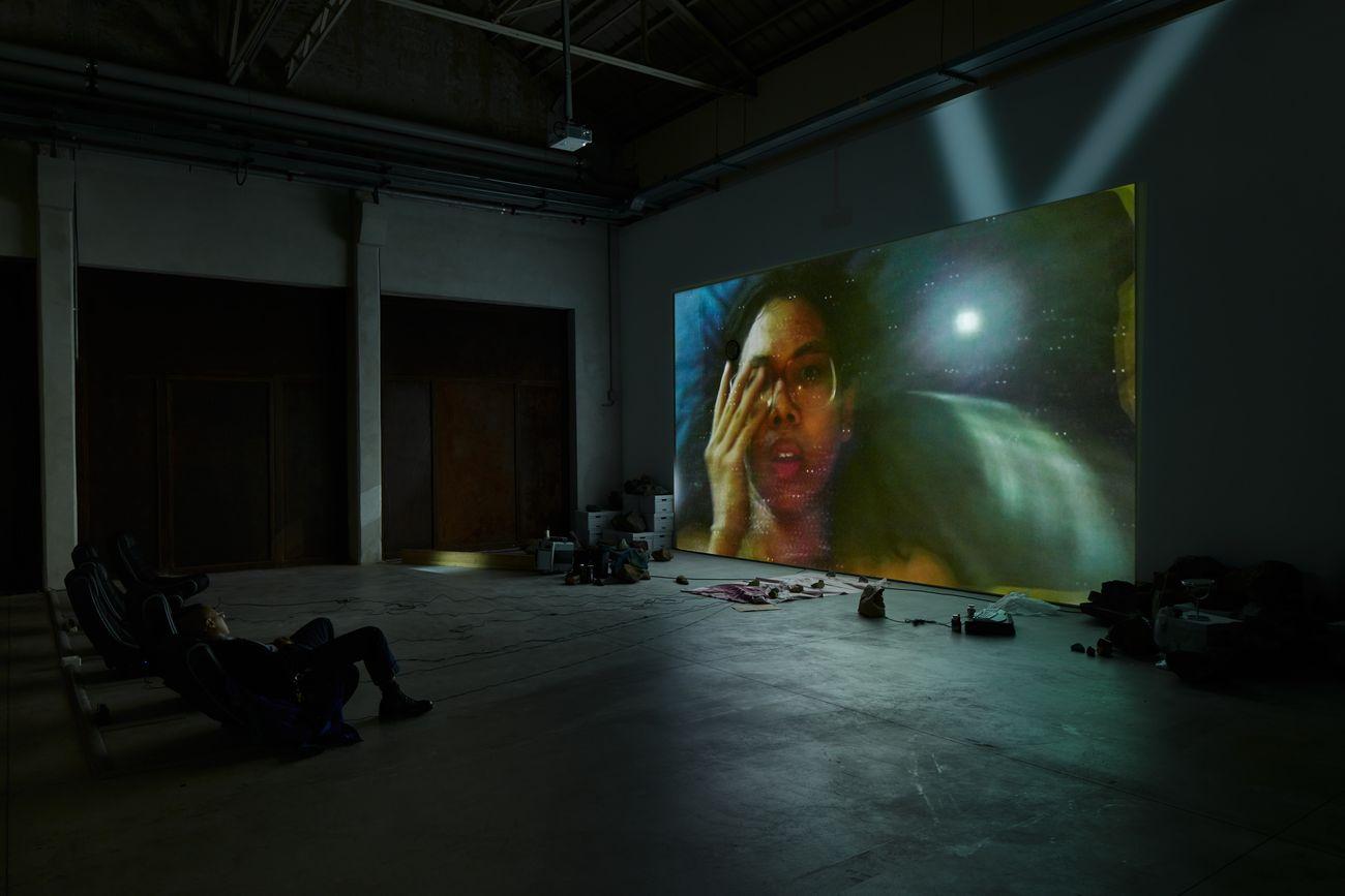 Trisha Baga, Mollusca & The Pelvic Floor, 2018. Installation view at Pirelli HangarBicocca, Milano 2020. Courtesy the artist; Greene Naftali, New York, and Pirelli HangarBicocca, Milano. Photo Agostino Osio