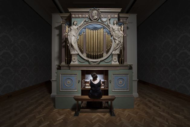 """Ragnar Kjartansson, The Sky in a Room, 2018. Performer, organ and the song """"Il Cielo in una Stanza"""" by Gino Paoli (1960) Commissioned by Artes Mundi and Amgueddfa Cymru – National Museum Wales and acquired with the support of the Derek Williams Trust and Art Fund. Courtesy of the artist, Luhring Augustine, New York and i8 Gallery, Reykjavik. Ph. Hugo Glendinning"""