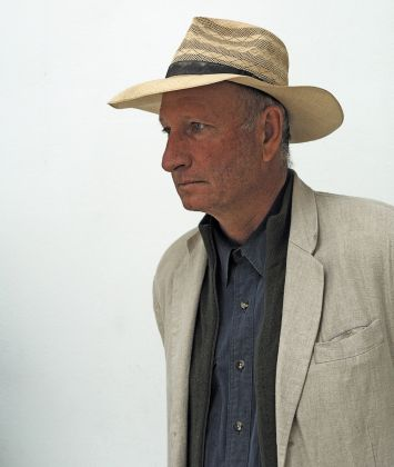 Bruce Nauman, Walks In Walks Out, 2015. Pinault Collection and Philadelphia Museum of Art. © Bruce Nauman Artists Rights Society (ARS), New York