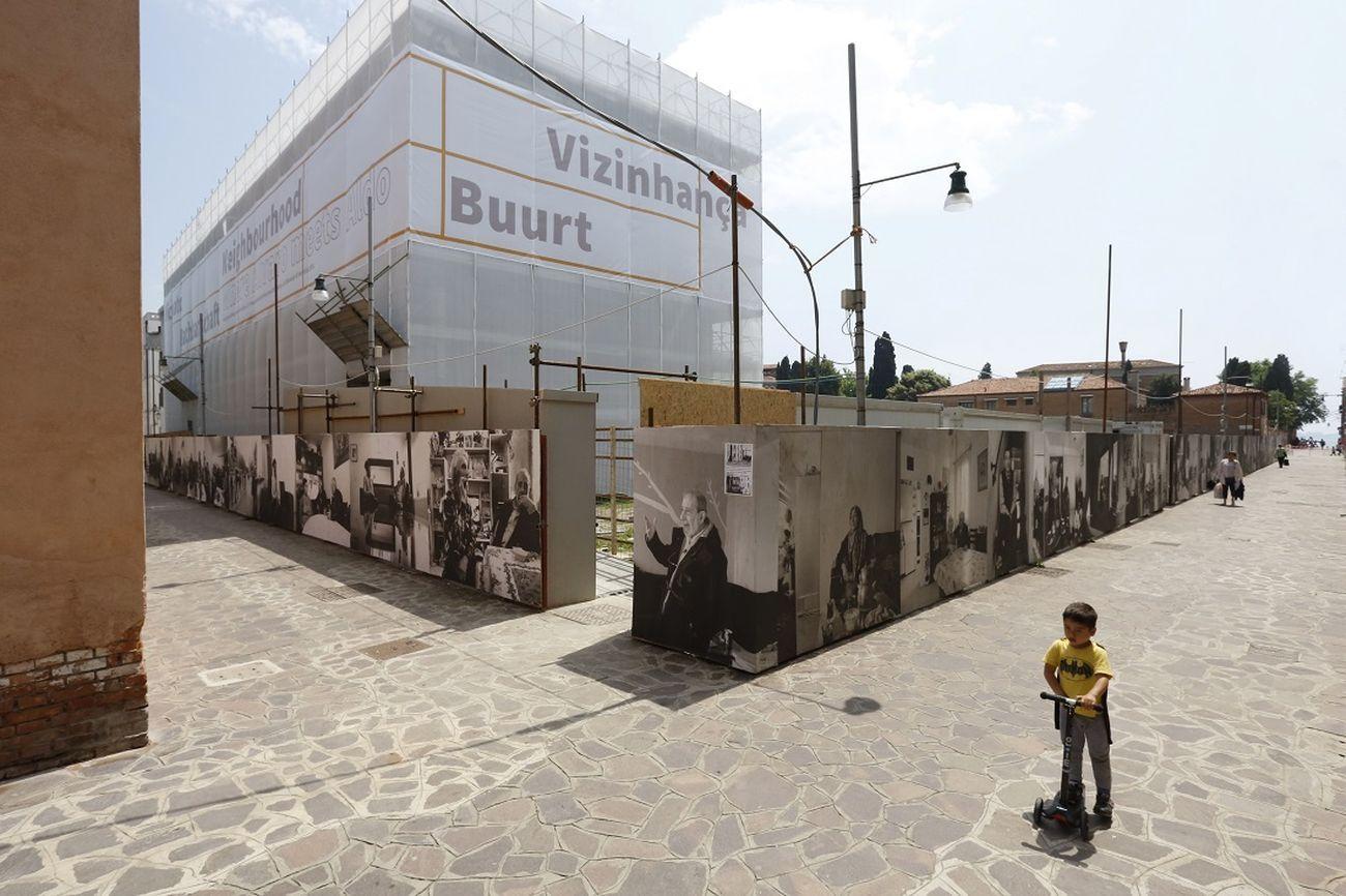 """COR Arquitectos con Nuno Grande, """"Neighbourhood, Where Alvaro meets Aldo"""", allestimento del Padiglione Portoghese alla XV Biennale di Architettura, Venezia, 2016. Photo Nicolò Galeazzi"""