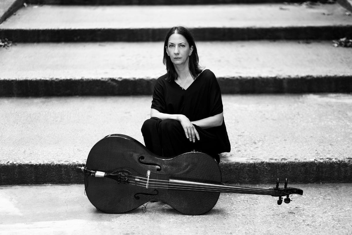 Julia Kent. Photo Mikiodo
