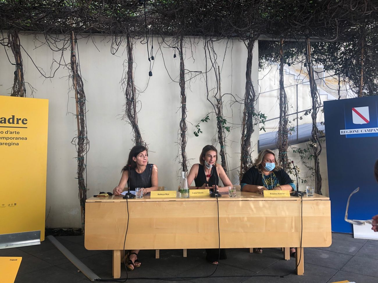 Kathryn Weir, Laura Valente e Rosanna Romano