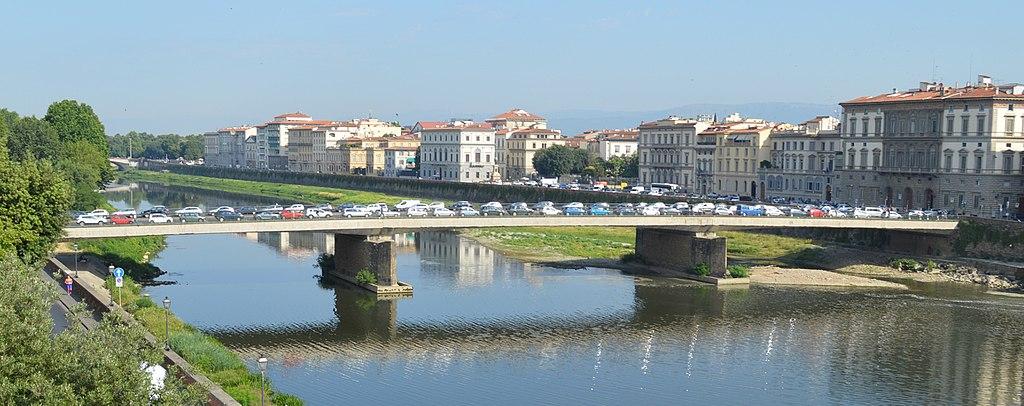 Ponte Amerigo Vespucci, Firenze, veduta da est, 2017. Photo Pufui PcPifpef via Wikipedia (CC BY SA 4.0)