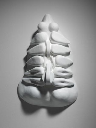 Louise Bourgeois Torso, Self-Portrait, 1963-64 Bronze, painted white, wall piece, 62,9 x 40,6 x 20 cm Collection the Easton Foundation © The Easton Foundation / VISDA