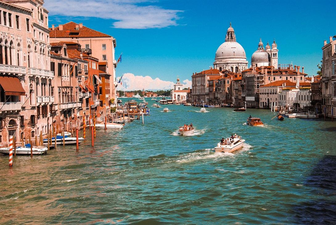 Venezia Photo by Dan Novac
