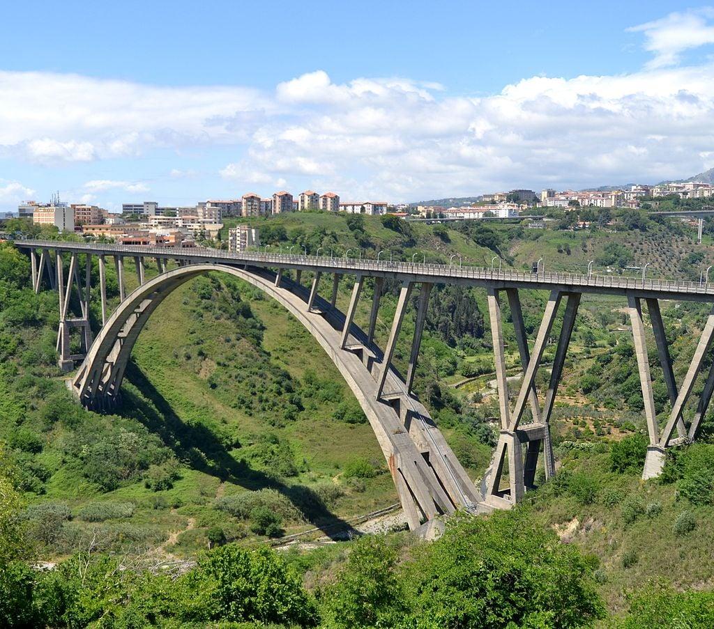 Viadotto Bisantis, Catanzaro, 2013. Photo Glabb via Wikipedia (CC BY SA 3.0)