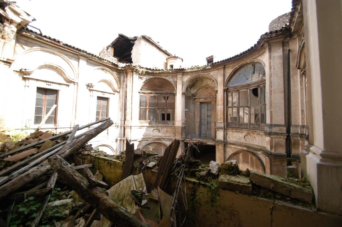 Palazzo Ardinghelli Post Sisma, corte interna
